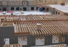 Перекрытия в доме из газобетона В начале этого века придумали новый строительный материал, который отнесли к легким бетонам. Этот материал сочетает в себе